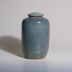 Medium urn in blue