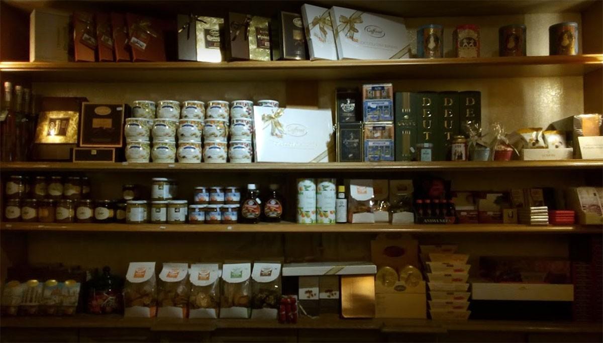 Il Coffee Shop di Corso Zanardelli a Brescia, una delle botteghe storiche bresciane
