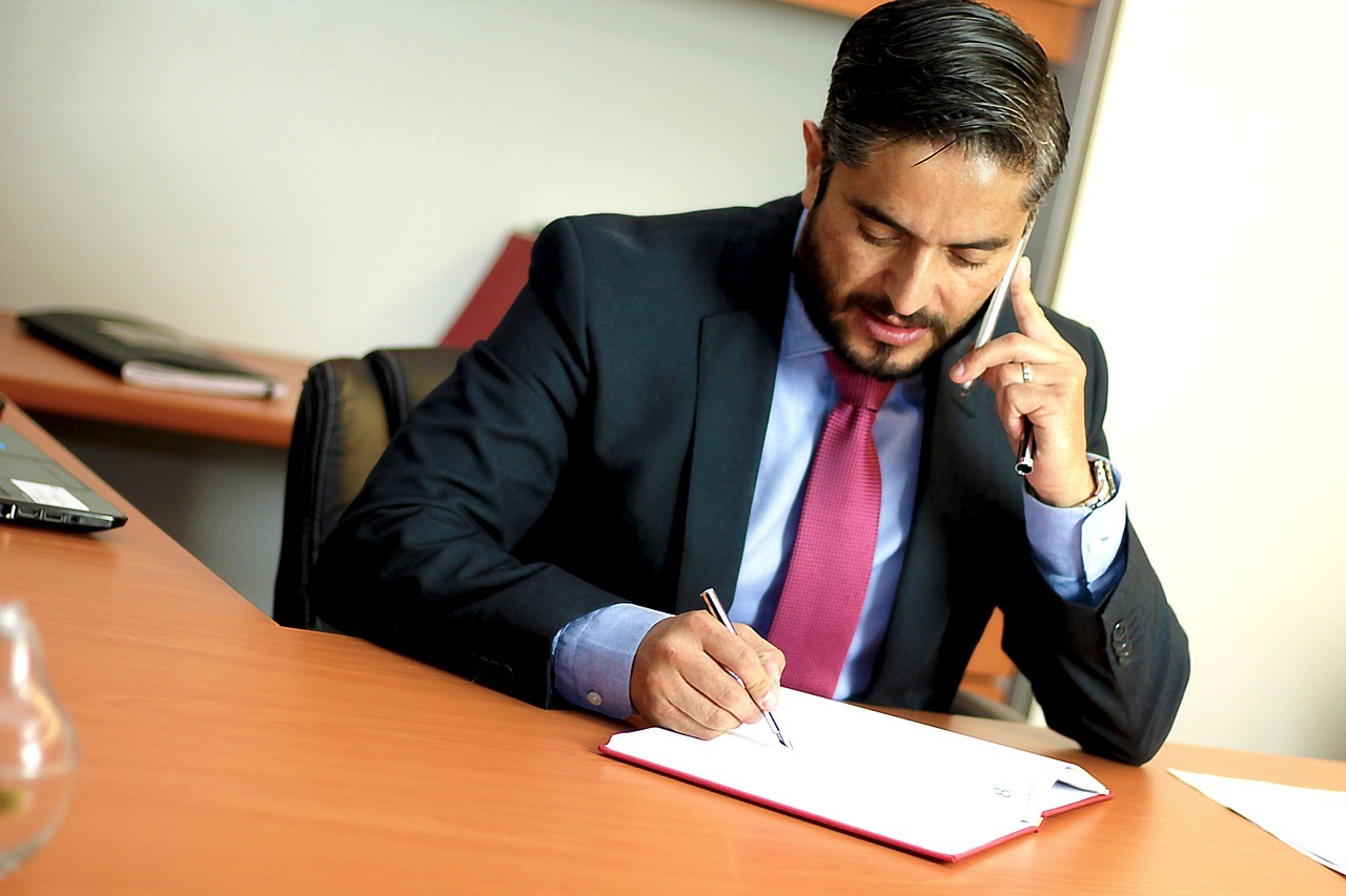 Professionista al lavoro, foto generica da Pixabay