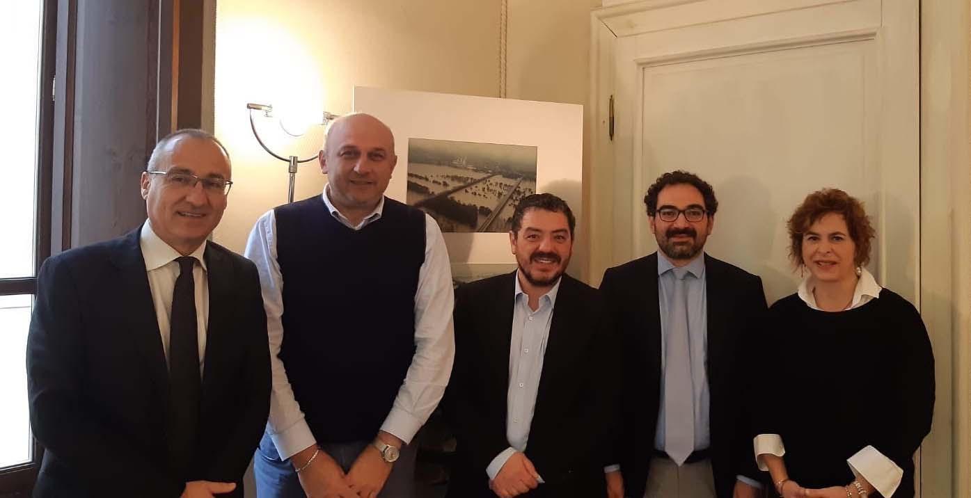 Da sinistra per chi guarda: Fabrizio Scuri (presidente Centro Padane), Rosolino Azzali (vicepresidente Provincia Cremona), Samuele Alghisi (presidente Provincia Brescia), Andrea Daconto (Cda Centro Padane) e Bruna Gozzi (Cda Centro Padane).