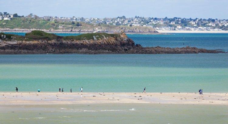Zugang auf die Insel Hebihens Bretagne