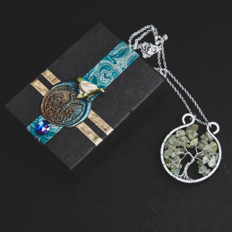 tree_of_life_gemstone_crystal_pendant_green_calcite_02.min