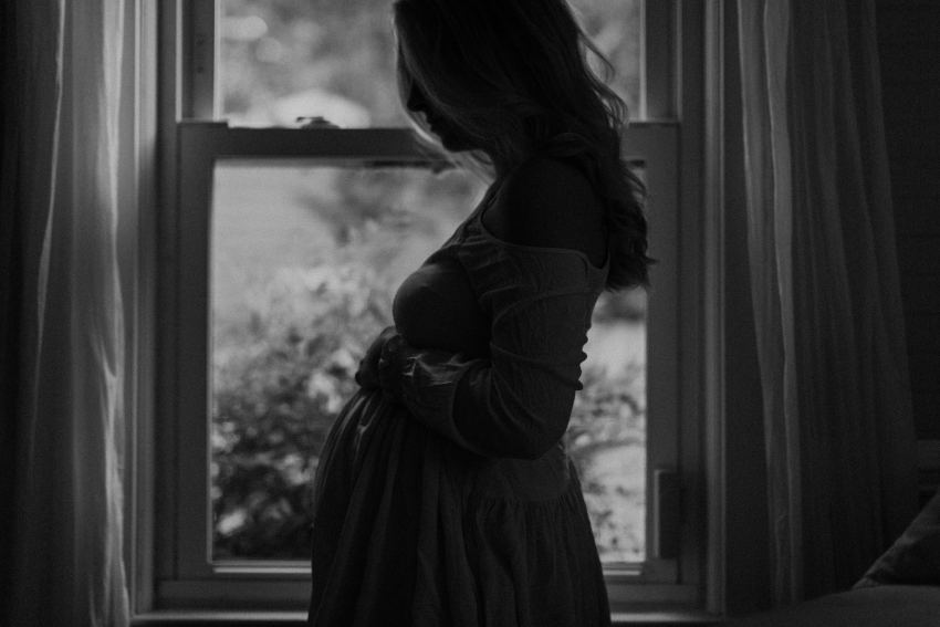 raleigh in home maternity session