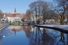 Viskan, links die Innenstadt, rechts der Stadtpark