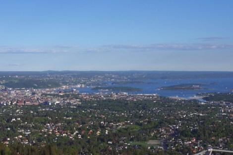 Blick von der Sprungschanze auf Oslo