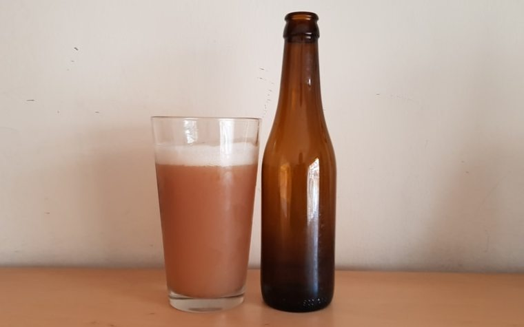 A bottle and a glass of oxidized beer.