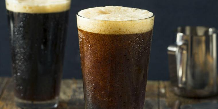 Nitrogenated beer compared to a glass of carbon dioxide beer.