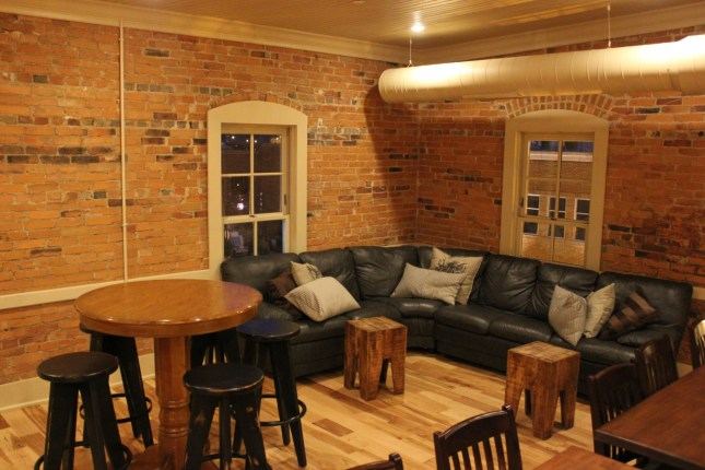 IMG_9682_vip lounge_upper floor seating