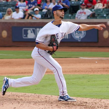 Alex_Claudio_pitching_in_Arlington_in_Sept_2014