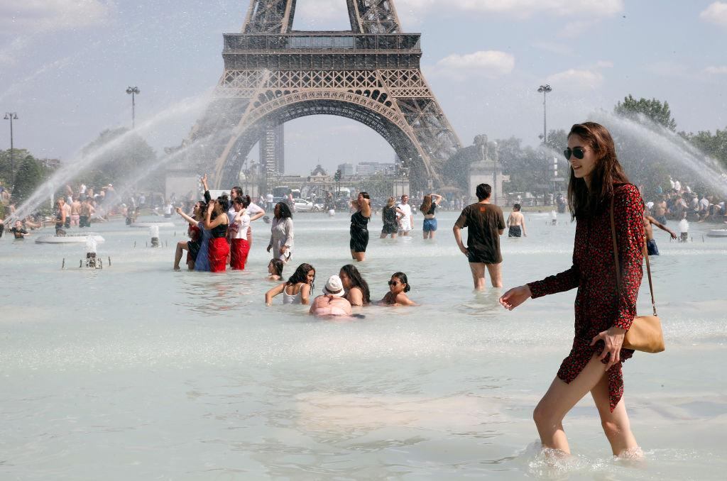 Paris Breaks All Time High Temperature As Heat Wave Grips