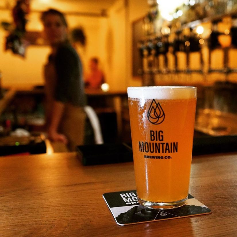 Pinte au bar de la brasserie Big Mountain