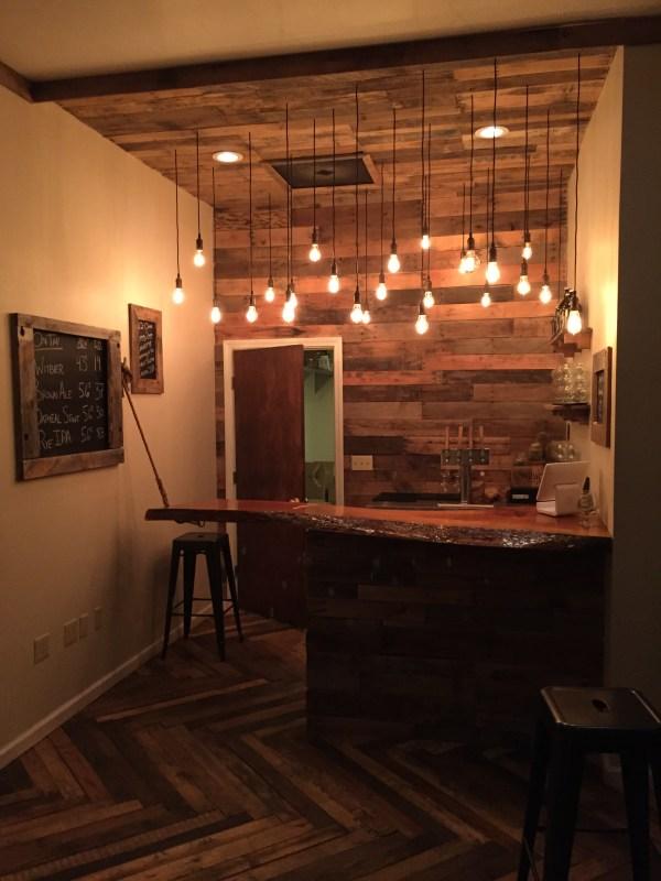 Wood Pallet Basement Bar Ideas