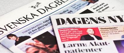 Morgontidningar som lämnas utanför porten