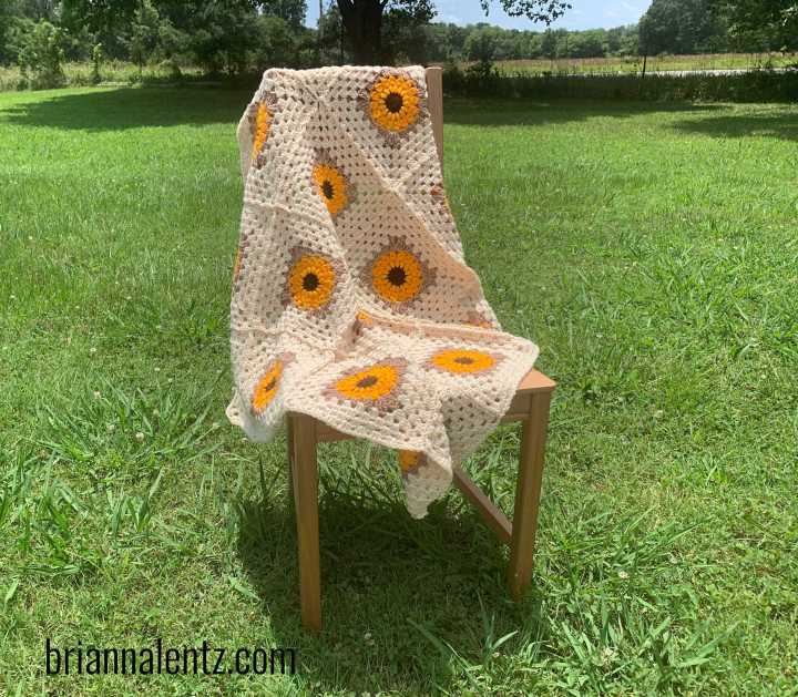 SUNFLOWER GRANNY SQUARE BLANKET FREE CROCHET PATTERN