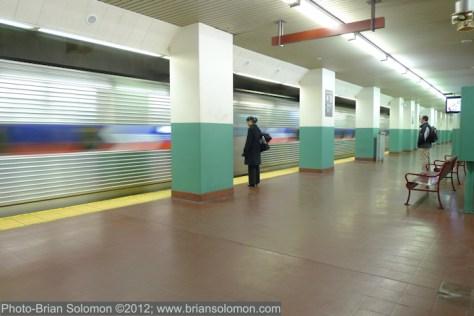 SEPTA_train_arriving_Suburban_station_P1410272