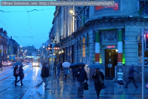 LUAS_rainy_night_Abbey_Street_1_P1610975
