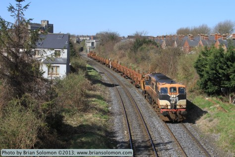 Once standard, orange trains have all but vanished from Irish Rail in recent years. General Motors-built class 071 number 084 is the last locomotive in traffic to wear orange paint. A new livery is being applied to the 071 class presently.