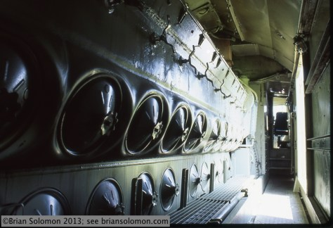F45 interior view showing the 20-cylinder 645E3 diesel engine.