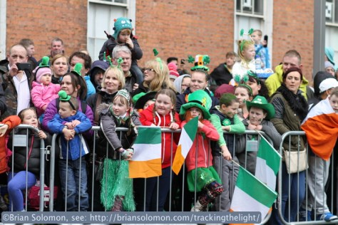 St_Patricks_Day_Parade_kids_with_flags_IMG_0395