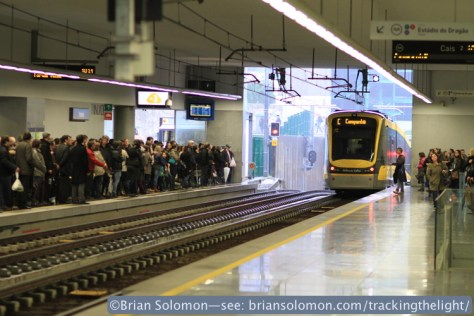 Trindade on Porto's Metro. Exposed with a Canon EOS 7D with 100mm lens.