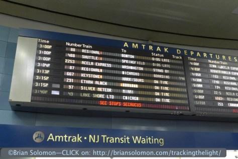 Penn_Station_departure_boards_P1050488