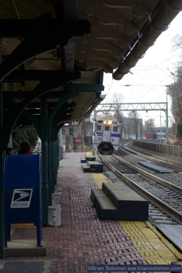 SEPTA local approaching Wynnewood. Lumix LX7 photo.