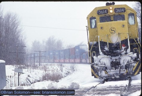 NYS&W SD45 3614 (former Burlington Northern) leads Delaware & Hudson DHT-4 on Conrail's former Erie Railroad mainline to Buffalo near milepost 374 (measured from Jersey City).