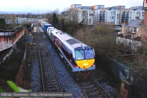 Irish_Rail_IWT_liner_w_loco_206_in_new_paint_MOD1_DSCF0773