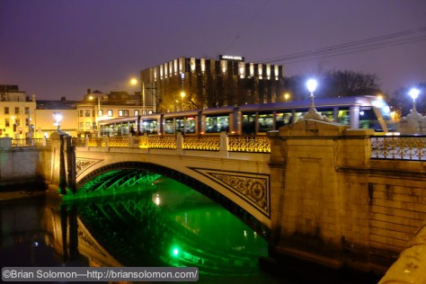 Another ISO 6400 experiment at Kings Bridge in Dublin.