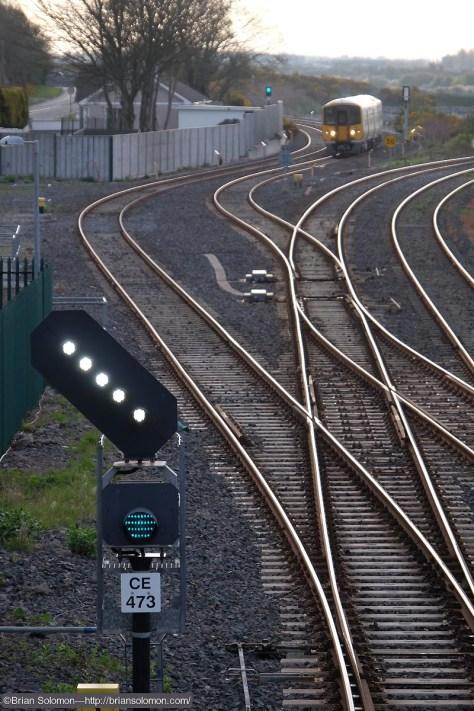 Cobh_Junction_Railcar_approaches_Glounthuane_DSCF6683