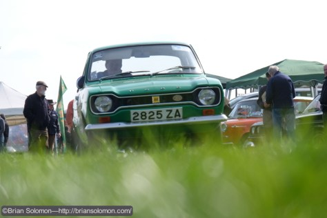 Green_car_in_grass_DSCF6481
