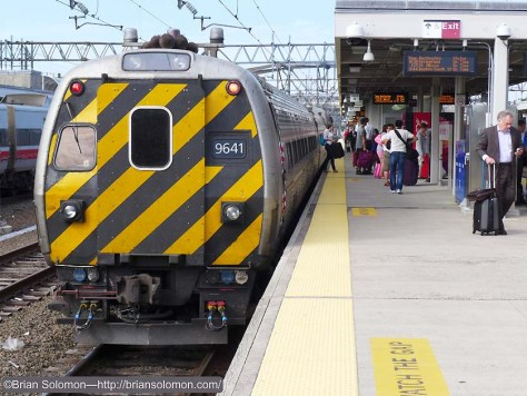 Amtrak 495 with a push-pull set on track 4 in New Haven. Lumix LX7 photo.