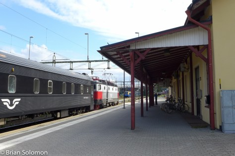 Luleå is old school; traditional station building with restaurant, low level platforms, plus loco-hauled sleeping car trains with long consists of bogie carriages. All good. Long may it last.