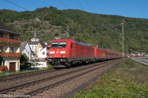 Glorious clear morning sun makes for a post card view of DB 185s passing Boppard-Hertenach on the Left Bank. Exposed with a FujiFilm X-T1.