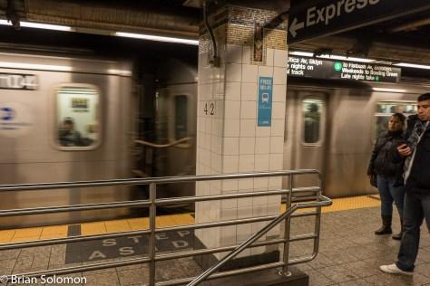 NYC_Subway_42nd_Street_free_WiFi_P1350166