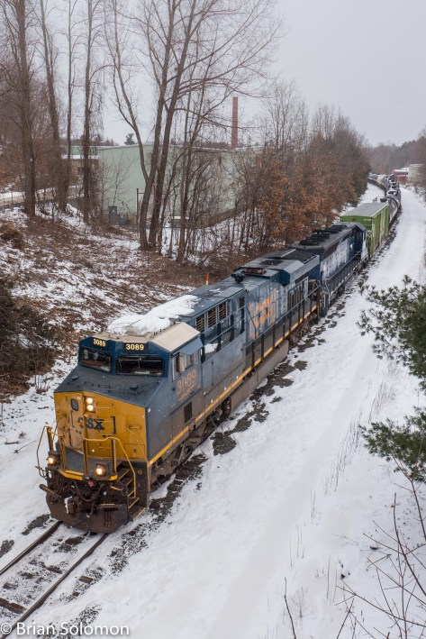 I caught up with the freight as the crew was discussing its difficulties with CSX's dispatcher in Selkirk. Soon, Q427, with its mix of CSX and Pan Am Railways locomotives. was again on the move west.