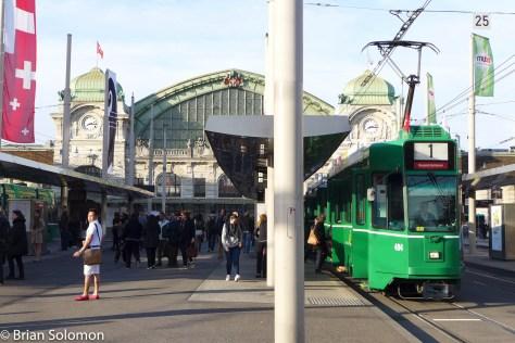Basel_tram_w_Bahnhof_P1440827