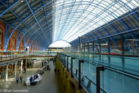 St. Pancras train shed was restored during redevelopment in 2007. FujiFilm X-T1 photo with 12mm Zeiss lens, May 2016.