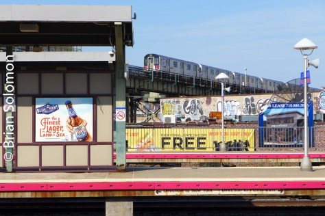 A view of the Flushing Line from the Long Island Rail Road platforms at Woodside in Queens.