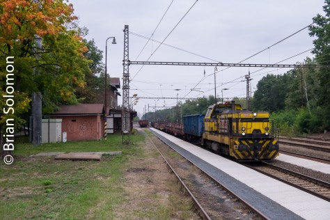 5:01 pm, a diesel powered maintenance train rattles by eastbound.