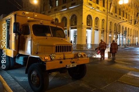 repair_truck_at_night_prague_p1530001
