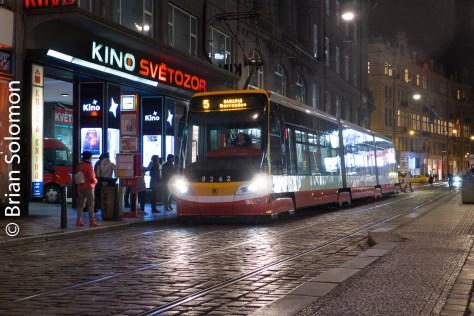 tram_at_night_prague_p1520926