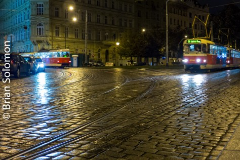 tram_at_night_prague_p1520996
