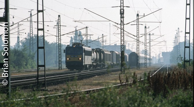 Hungarian Electric Freight; Photographing between the masts.