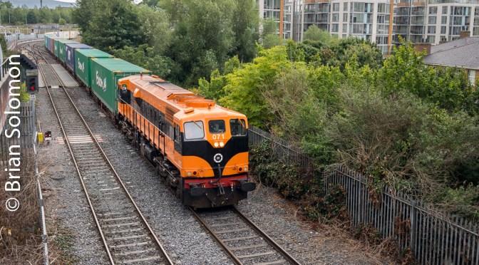 Irish Rail Class 071 Works the IWT Liner.