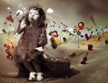 Bambina che immagina