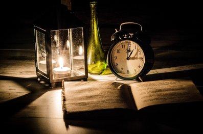 relax per leggere un libro nel tempo antico