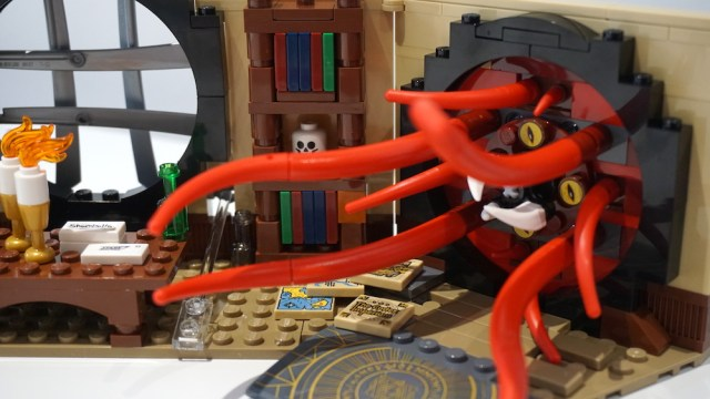 Lego Doctor Strange's Sanctum Sanctorum Portal Beast