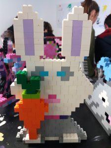 Lapin en pixel art en Lego