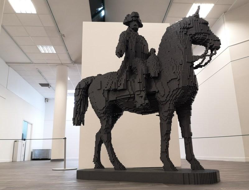Statue de 1m50 en briques LEGO de Napoleon à cheval
